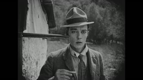 vidéos et rushes de 1918 man (buster keaton) sneezes tobacco into rifle-wielding man's (al st. john) eyes - péquenaud