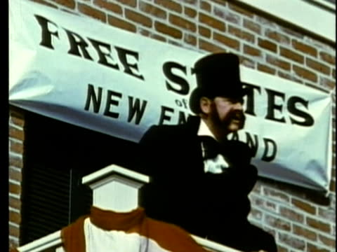 stockvideo's en b-roll-footage met 1963 reenactment man speaking on platform threating secession from the union / 1830s / audio - manifest destiny