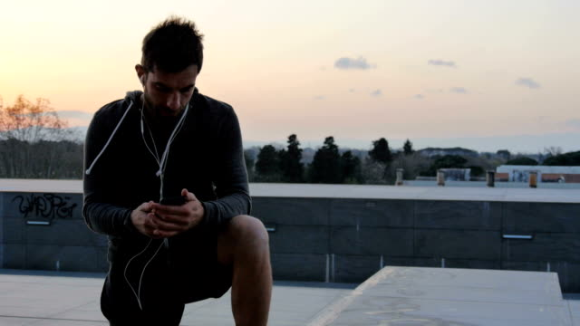 Man standing on rooftop with Smartphone