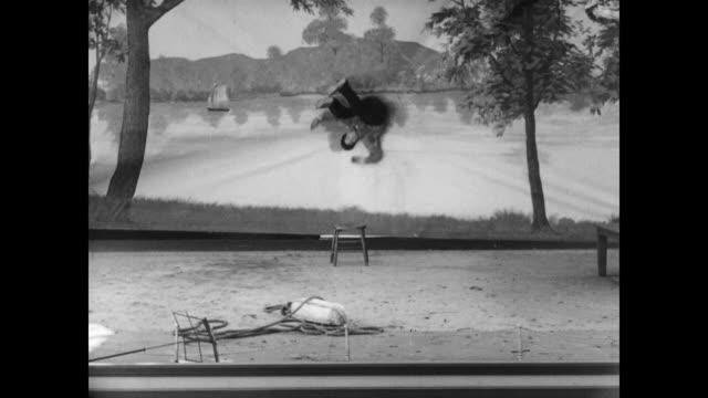 vidéos et rushes de 1928 a man (buster keaton) struggles with distinguishing reality when faced with a theater backdrop - 1928