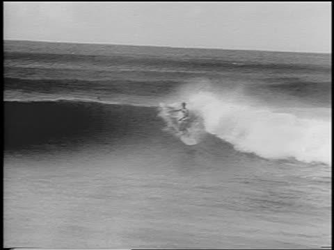 b/w 1966 man surfing under crashing wave in surfing competition / hawaii / newsreel - falla av bildbanksvideor och videomaterial från bakom kulisserna