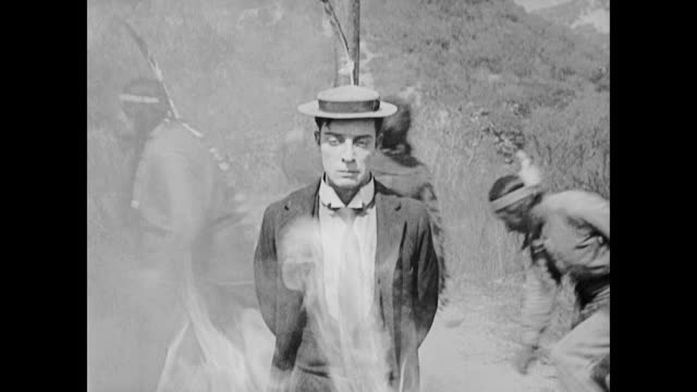 vídeos de stock e filmes b-roll de 1922 man (buster keaton) survives a burning at the stake - índio americano