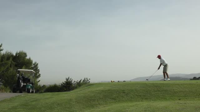 ws man swinging golf club / palma de mallorca, mallorca, baleares, spain - ショットを決める点の映像素材/bロール