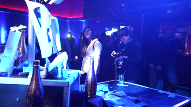 vidéos et rushes de a man take pictures of two 'stripper robots' during a debut of the first robotic erotic dancers in the world at sapphire las vegas gentlemen's club... - peep show