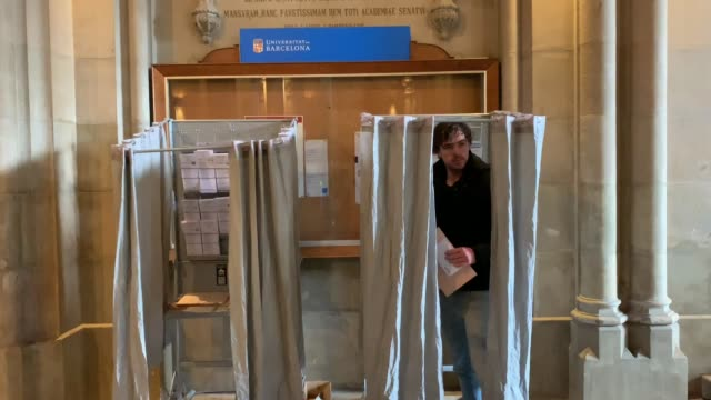vídeos y material grabado en eventos de stock de a man takes his ballot before casting their votes at a polling station on april 28 2019 in barcelona spain spaniards went to the polls today to vote... - elección