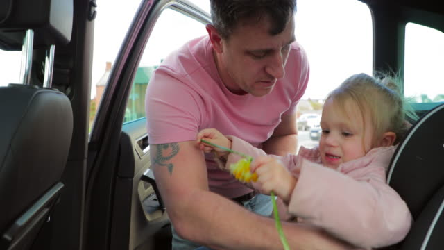 man taking his daughter out the car - unloading stock videos & royalty-free footage
