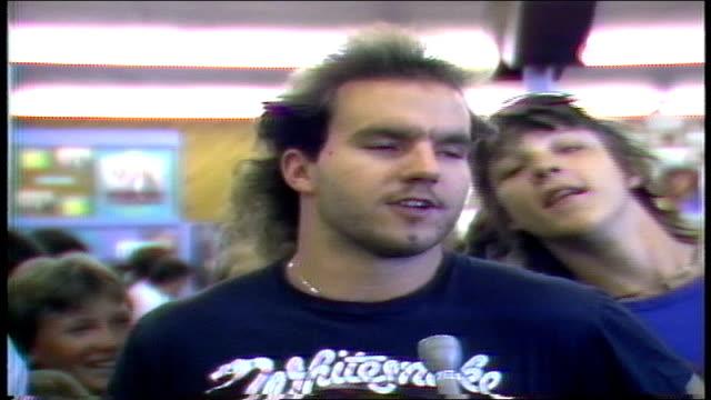 vídeos y material grabado en eventos de stock de man talks about being a whitesnake fan for five years and they are good live in fridley minnesota - tienda de discos