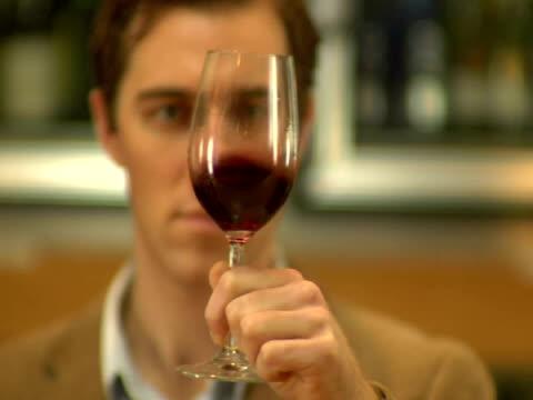 cu, r/f, man tasting wine in liquor shop , soho, new york city, new york, usa - 30 34 ��r bildbanksvideor och videomaterial från bakom kulisserna