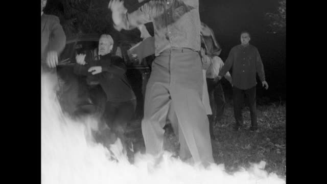 1968 Man throws Molotov Cocktails from upstairs of house to scare zombies