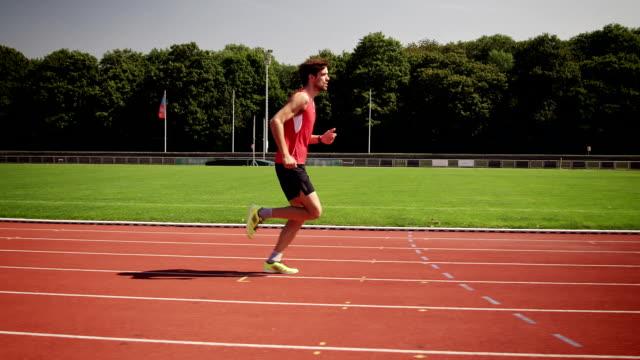 vídeos de stock, filmes e b-roll de homem treinando para triatlo - triatleta