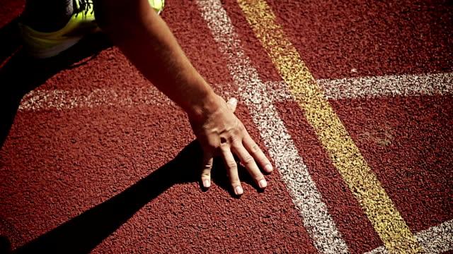 man training for triathlon - スタートライン点の映像素材/bロール