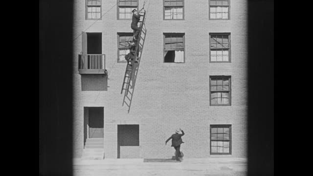 1922 man (buster keaton) traps two policeman on a dangling ladder - ladder stock videos & royalty-free footage