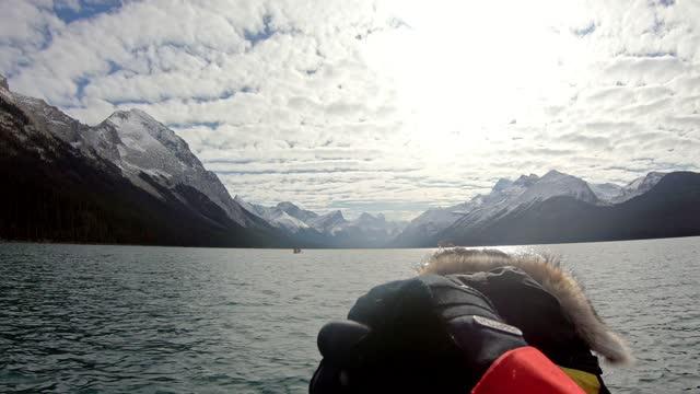 man traveler canoeing on maligne lake into spirit island on sunny day at jasper national park - aquatic sport stock videos & royalty-free footage