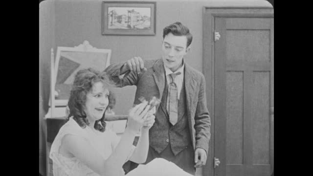 1918 man (buster keaton) tries to get crazy woman (alice lake) to focus - hypnosis stock-videos und b-roll-filmmaterial