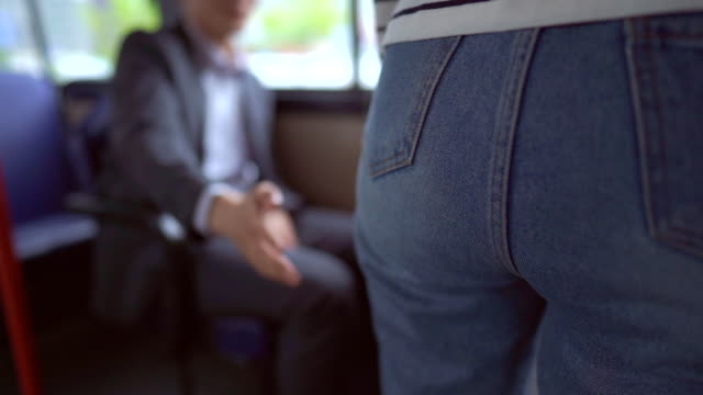 a man trying to touch a woman's butt in a bus - regole dell'etichetta video stock e b–roll