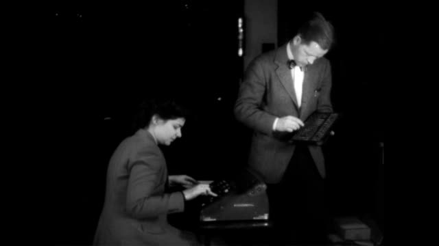 / man using abacus and woman with large calculator do mathematical problem and check results with each other the eniac calculating machine computer... - abakus bildbanksvideor och videomaterial från bakom kulisserna