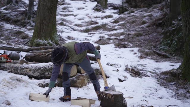 man using axe to cut wood in snowy weather - one man only stock videos & royalty-free footage