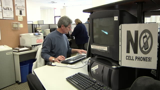 cu, zo, ms, man using computer at michigan works office, livonia, michigan, usa - facial hair stock videos & royalty-free footage