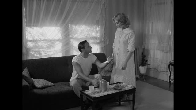 1962 a man visits his neighbor and brings coffee - vicino di casa video stock e b–roll