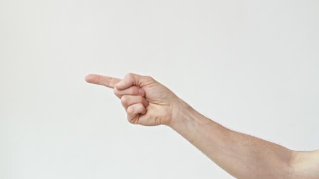 vídeos y material grabado en eventos de stock de man wagging a finger on a white backdrop - falta de respeto