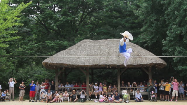 ws man walking on a tightrope / yongin, gyeonggido,  south korea - tetto di paglia video stock e b–roll
