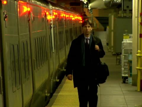 stockvideo's en b-roll-footage met ms, man walking on railroad station platform, chappaqua, new york state, usa - compleet pak