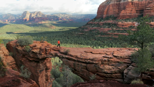 WS A man walks across Devil's Bridge / Sedona, USA