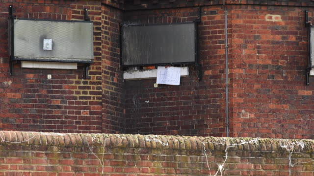 a man waves a sign reading help no food from the window of hmp bedford the day after between 150 to 230 prisoners rioted leaving two prisoners injured - leaving prison stock videos & royalty-free footage