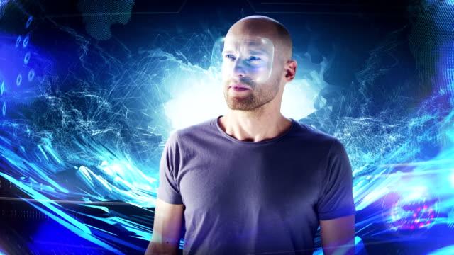デジタル トンネルでホログラフィック バーチャルリアリティ眼鏡の男。仮想現実を探る