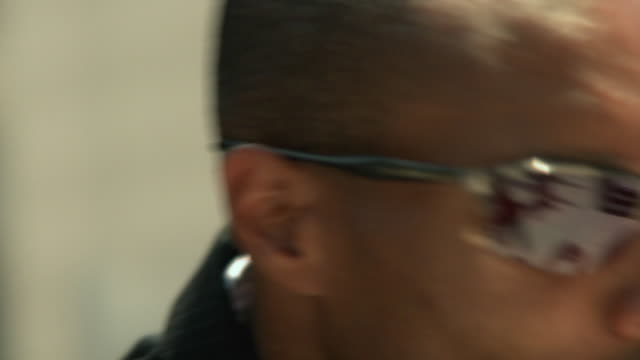 ecu man wearing sunglasses looking around, jacksonville, florida, usa - ziegenbart stock-videos und b-roll-filmmaterial