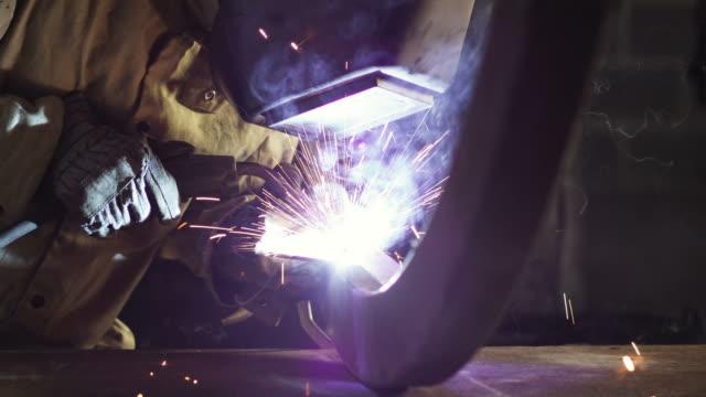 cu tu man welding metallic wheel / orem, utah, usa. - orem utah stock videos & royalty-free footage