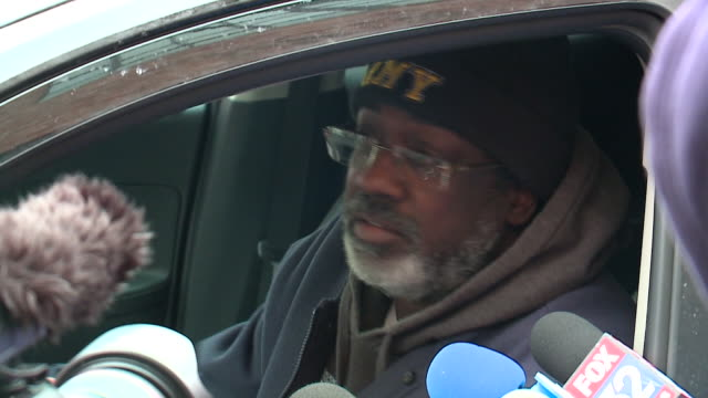 wgn a man who identified himself as r kelly's stepbrother but wouldn't give his own name came to his defense on january 16 outside kelly's warehouse... - surviving r. kelly stock videos & royalty-free footage