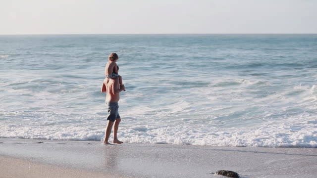 ms pan man with boy on his shoulders walking along beach / montezuma, puntarenas, costa rica - kelly mason videos stock videos & royalty-free footage