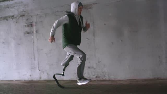 man with fitness prosthetic leg running outside - prosthetic equipment stock videos & royalty-free footage
