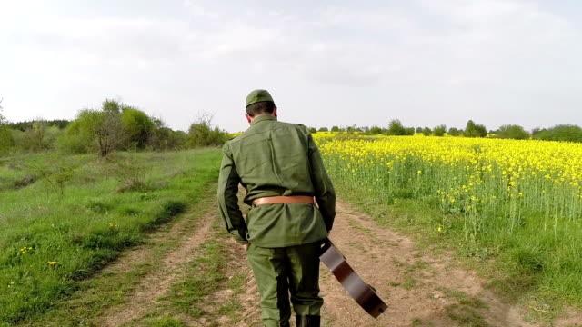vidéos et rushes de homme avec guitare - eastern european culture