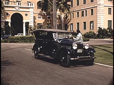1955 - man with his classic lincoln at the hotel nacional de cuba - chauffeur stock videos & royalty-free footage