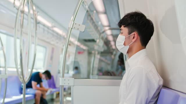 vidéos et rushes de homme avec le masque dans le métro - poumon humain