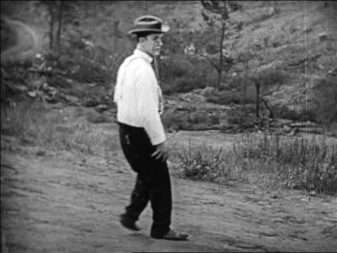 vidéos et rushes de b/w 1924 man with pincenez walking turning around / feature - 1924