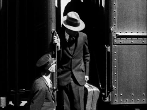 b/w 1920 man with straw hat getting off train at west point, ny / documentary - anno 1920 video stock e b–roll