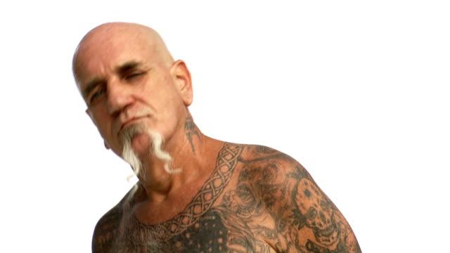 vídeos y material grabado en eventos de stock de man with tattoos dancing - perilla