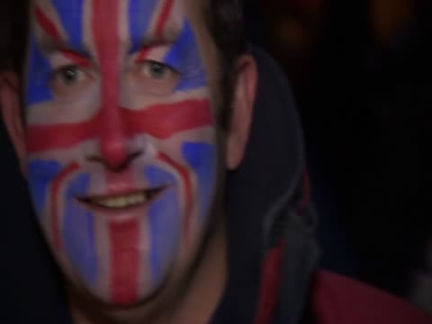 man with union jack painted on his face in the falklands. - 大西洋諸島点の映像素材/bロール