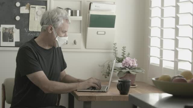 man working from home sits down with coffee - 職探し点の映像素材/bロール