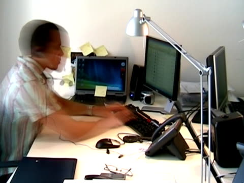 Mann arbeiten im Büro
