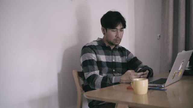 man working laptop at home - hot desking stock videos & royalty-free footage
