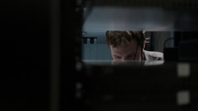 man working on a computer server - server stock-videos und b-roll-filmmaterial