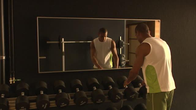 a man working out sweden. - eitelkeit stock-videos und b-roll-filmmaterial