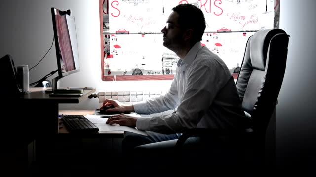 働く男性 - 横顔点の映像素材/bロール