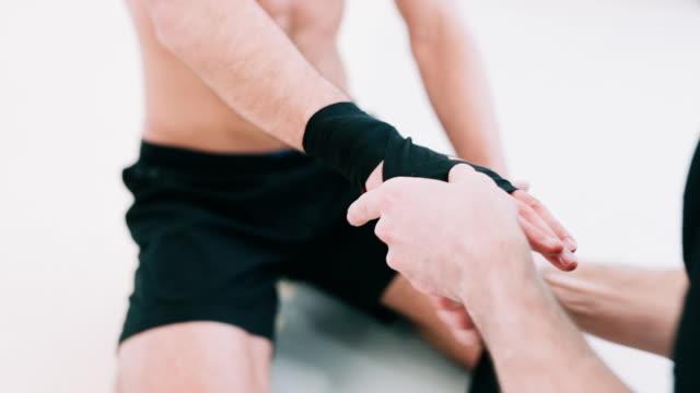 man wrapping hand - sportschützer stock-videos und b-roll-filmmaterial