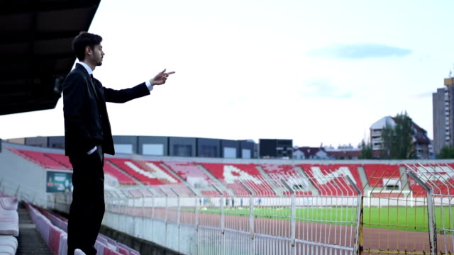 manager during the training - allenatore video stock e b–roll