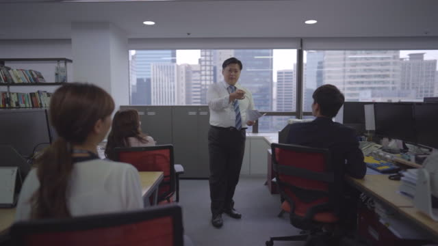 manager giving advice for employees - korean ethnicity stock videos & royalty-free footage